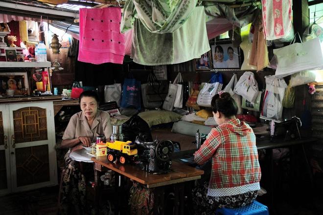 Chuyen ve gia dinh tho may yeu bong da o Yangon anh 2