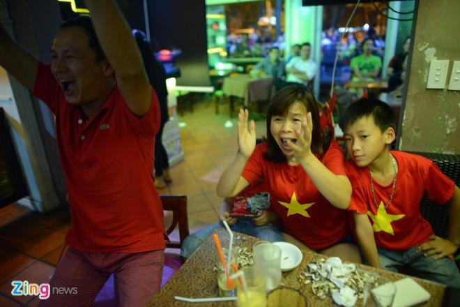 Nguoi ham mo Ha Noi an mung ban thang Cong Vinh anh 14