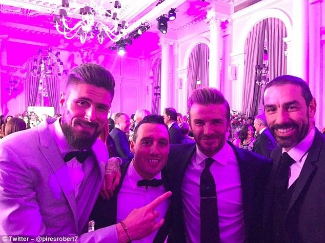 Beckham chup anh voi Giroud anh 1