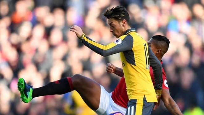 Oezil, Ramsey vao doi hinh te nhat vong dau Premier League hinh anh 10