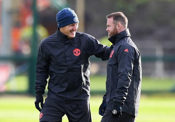 Rooney treu dua dong doi tren san tap hinh anh 4
