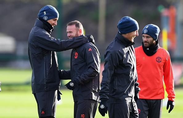 Rooney treu dua dong doi tren san tap hinh anh 5