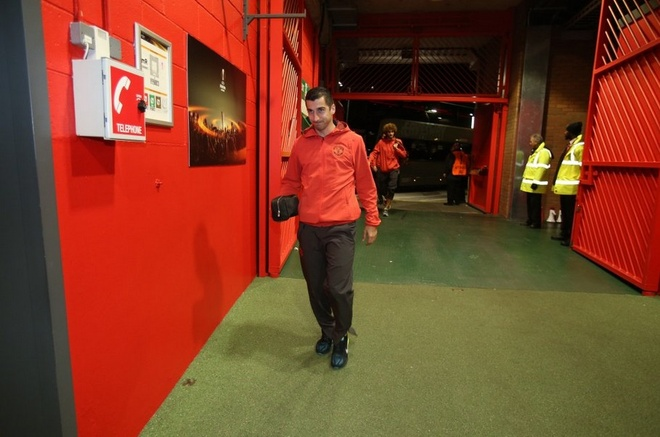 De bep Feyenoord 4-0, MU rong cua vao vong knock-out hinh anh 10