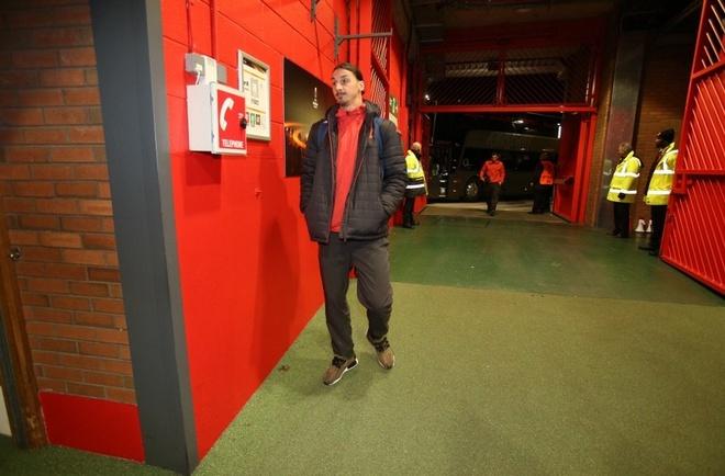 De bep Feyenoord 4-0, MU rong cua vao vong knock-out hinh anh 11