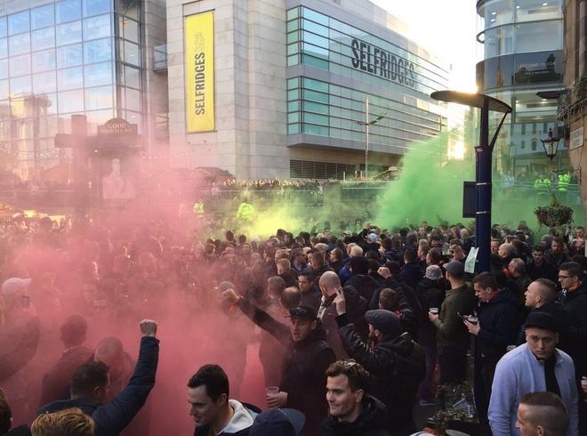 De bep Feyenoord 4-0, MU rong cua vao vong knock-out hinh anh 8