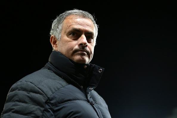 Mourinho bi de xuat cam chi dao 6 tran hinh anh 1