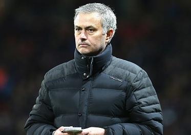 Mourinho bi de xuat cam chi dao 6 tran hinh anh