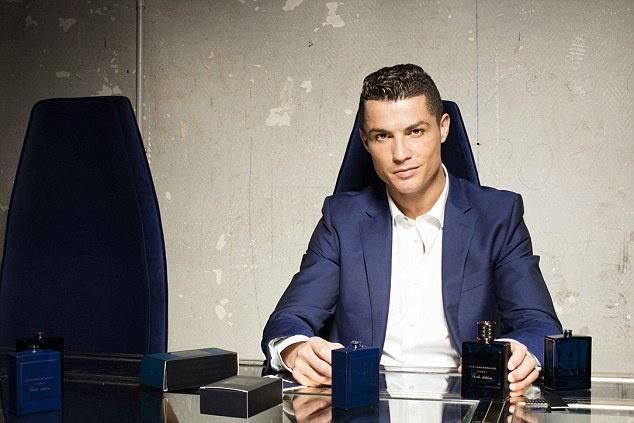 Ronaldo chay da cho sieu kinh dien bang huong nuoc hoa moi hinh anh 9