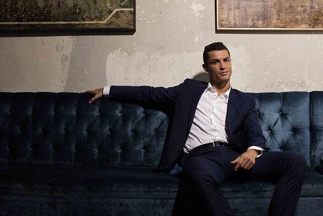 Ronaldo chay da cho sieu kinh dien bang huong nuoc hoa moi hinh anh 4