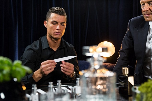 Ronaldo chay da cho sieu kinh dien bang huong nuoc hoa moi hinh anh 6