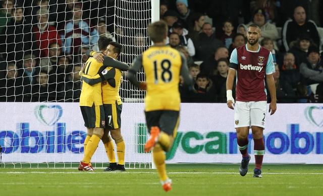 Sanchez ghi hat-trick, Arsenal vui dap West Ham 5-1 hinh anh 10