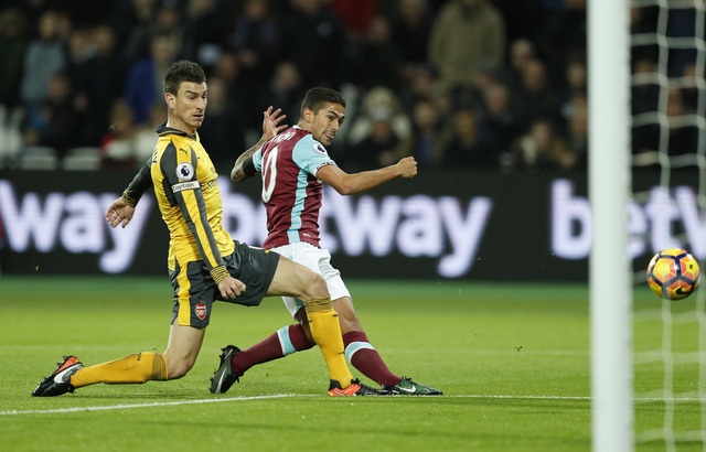 Sanchez ghi hat-trick, Arsenal vui dap West Ham 5-1 hinh anh 9
