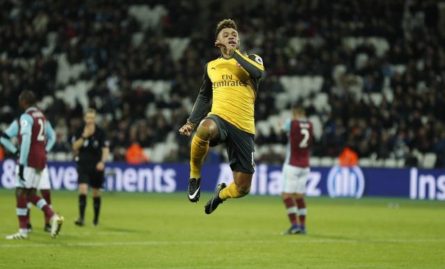 Sanchez ghi hat-trick, Arsenal vui dap West Ham 5-1 hinh anh 18