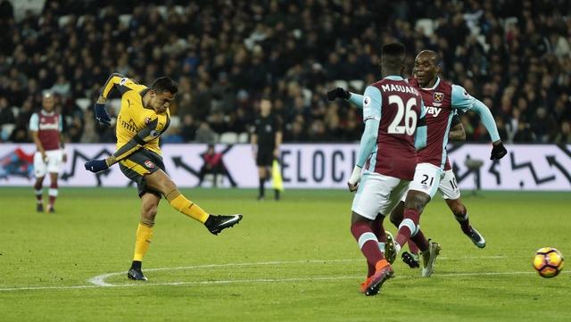 Sanchez ghi hat-trick, Arsenal vui dap West Ham 5-1 hinh anh 17