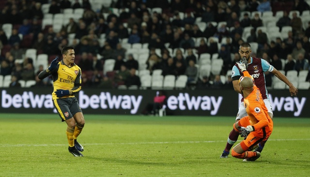 Sanchez ghi hat-trick, Arsenal vui dap West Ham 5-1 hinh anh 19