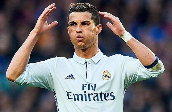 Ronaldo nhan an phat gap 3 Messi neu thuc su tron thue hinh anh