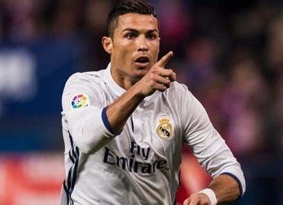 Real Madrid benh vuc Ronaldo vu tron thue hinh anh