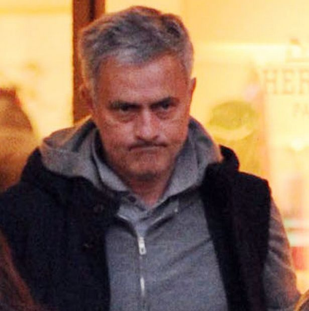 Mourinho cau co thap tung con gai di mua do nu trang hinh anh 4