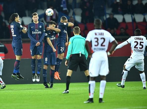 Doi cua Balotelli tro lai ngoi dau Ligue 1 sau tran hoa PSG hinh anh 1