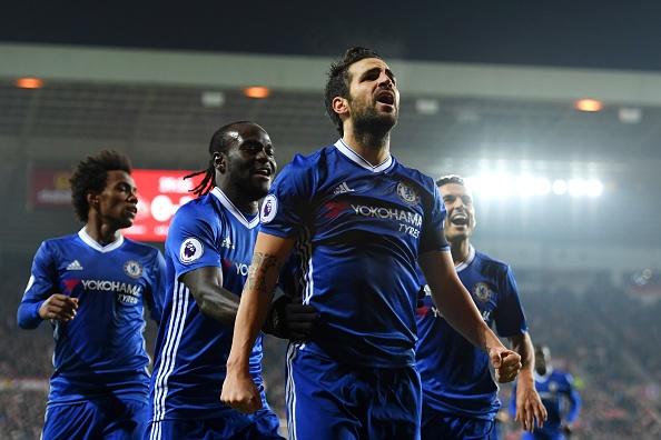 Fabregas toa sang giup Chelsea bo xa Arsenal 6 diem hinh anh