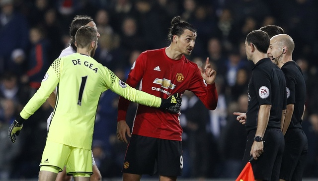 West Brom vs MU (0-2): Ibrahimovic lap cu dup hinh anh 17