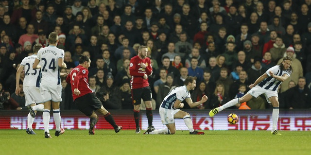 West Brom vs MU (0-2): Ibrahimovic lap cu dup hinh anh 18