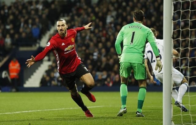 West Brom vs MU (0-2): Ibrahimovic lap cu dup hinh anh 11
