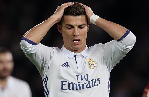 Ronaldo bi gat khoi doi hinh tieu bieu luot di La Liga hinh anh