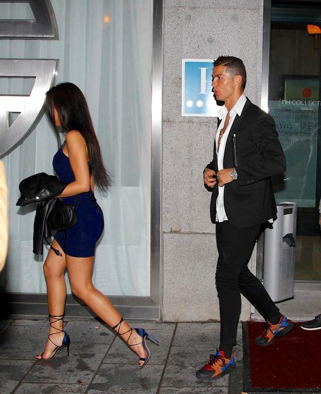 Ronaldo khoa moi nguoi tinh moi trong buoi hen ho hinh anh 1