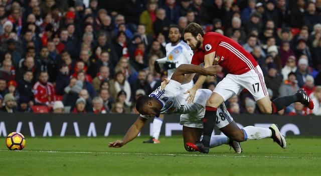MU vs Sunderland (3-1): Mkhitaryan lap sieu pham hinh anh 11