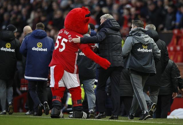 MU vs Sunderland (3-1): Mkhitaryan lap sieu pham hinh anh 9