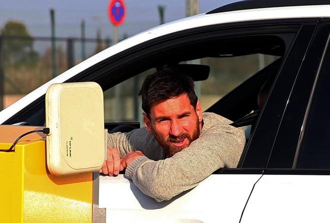 Messi mac ket tai san bay vi ly do lang xet anh 1