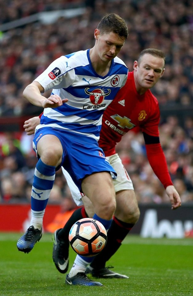 Rooney ten to vi bi tu choi doi ao hinh anh 1