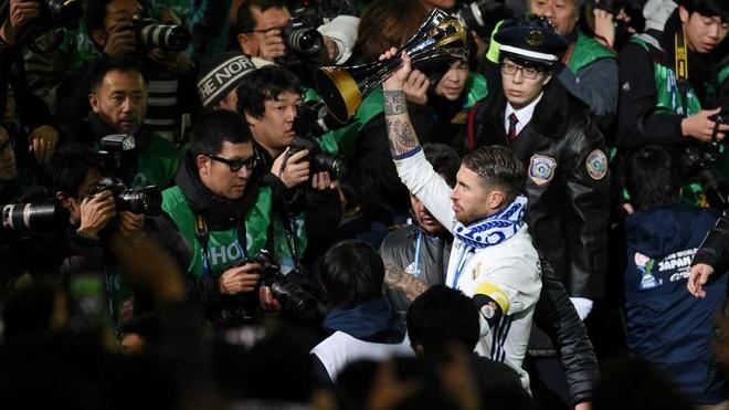 Suarez loai Griezmann khoi doi hinh tieu bieu FIFA 2016 hinh anh 5