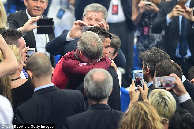 Sir Alex Ferguson - nguoi doi theo tung buoc di cua Ronaldo hinh anh 4
