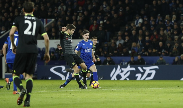 Leicester vs Chelsea (0-3): Marcos Alonso lap cu dup hinh anh 17