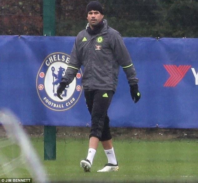 Diego Costa tap mot minh anh 1
