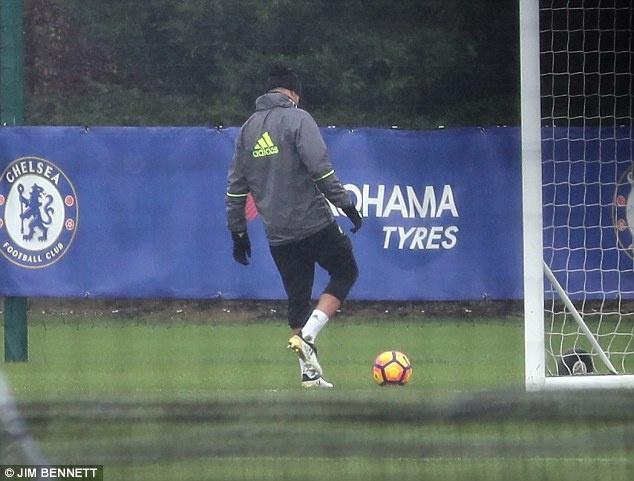 Diego Costa tap mot minh anh 3