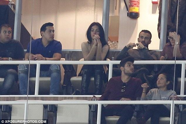 Ban gai buon rau xem Ronaldo cung dong doi thua tran hinh anh 4