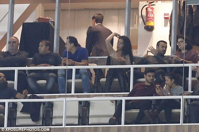 Ban gai buon rau xem Ronaldo cung dong doi thua tran hinh anh 3