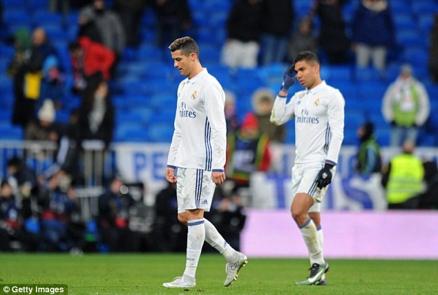 Ban gai buon rau xem Ronaldo cung dong doi thua tran hinh anh 8