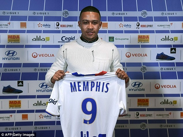 Memphis Depay to thai do chuyen nghiep voi CLB cu MU hinh anh 2