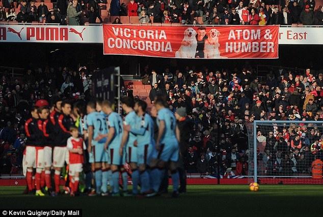 Tro he cua CDV Premier League qua nhung tam banner hinh anh 1