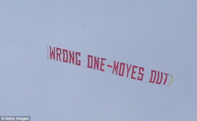 Tro he cua CDV Premier League qua nhung tam banner hinh anh 4