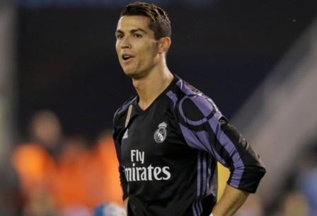 Ronaldo lap sieu pham, Real van bi loai o tu ket Cup nha vua hinh anh