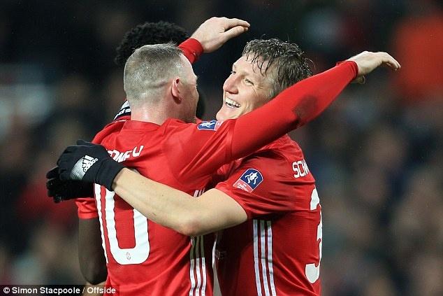 Schweinsteiger duoc Mourinho giu chan anh 7