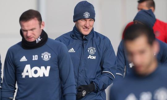 Schweinsteiger duoc Mourinho giu chan anh 4