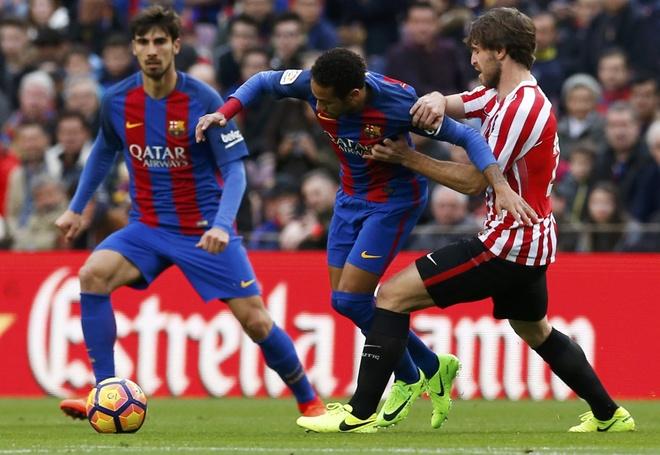 Pha ky luc sut phat, Messi giup Barca bam duoi Real hinh anh 2