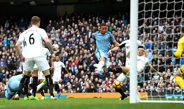 Man City vs Swansea (2-1): Gabriel Jesus lap cu dup hinh anh 8
