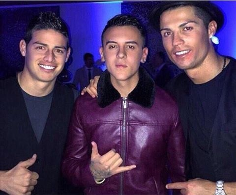 Ngo lo ban gai, Ronaldo don sinh nhat ben me va con trai hinh anh 4